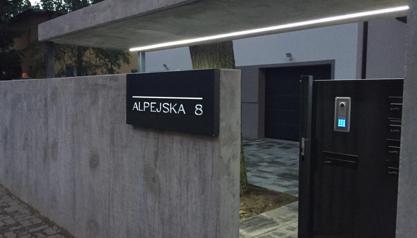 Inwestycja Alpejska 8 brama